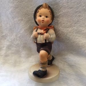 Adorable Goebel 'School Boy' TMK5 signed w…
